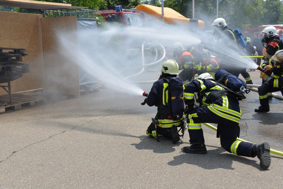 manguera-contra-incedios-grupo-de-incendios